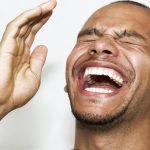 السبب العلمي لعدوى الضحك