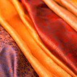 الطريقة الصحيحة لتنظيف الملابس الحريرية
