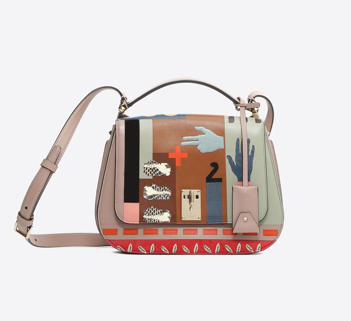 a1db1c8851f59 أحدث موديلات حقائب اليد من فالنتينو