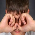 مدة زغللة العين بعد الليزك وكيفية علاجها