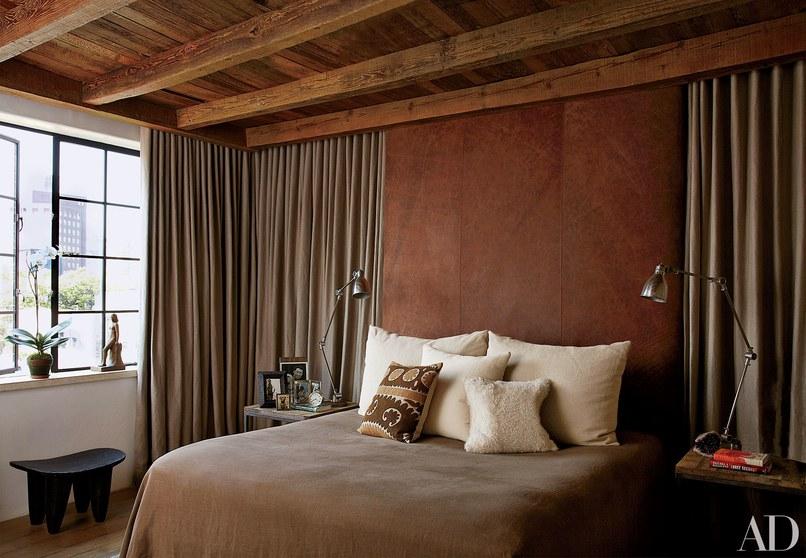غرفة نوم باللون البني
