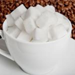 فوائد صنفرة القهوة والسكر للوجه والشفايف