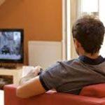 مشاهدة التلفاز مطولا تزيد خطر الإصابة بالجلطات ( دراسة )