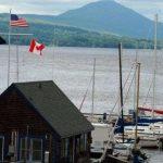 سر مكتبة هاسكل الشهيرة التي تقع بين كندا وأمريكا