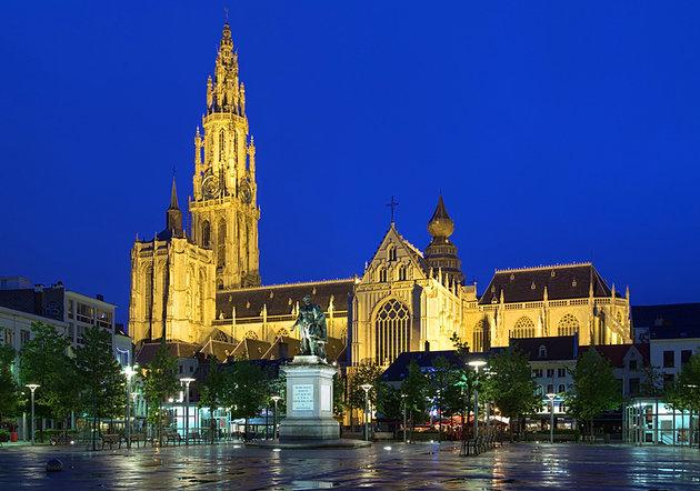 السيدة العذراء - مدينة انتويرب البلجيكية