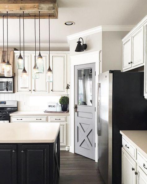 35 Best Farmhouse Interior Ideas And Designs For 2019: مطبخ أبيض و أسود