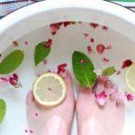 فوائد وضع القدمين في الماء الساخن