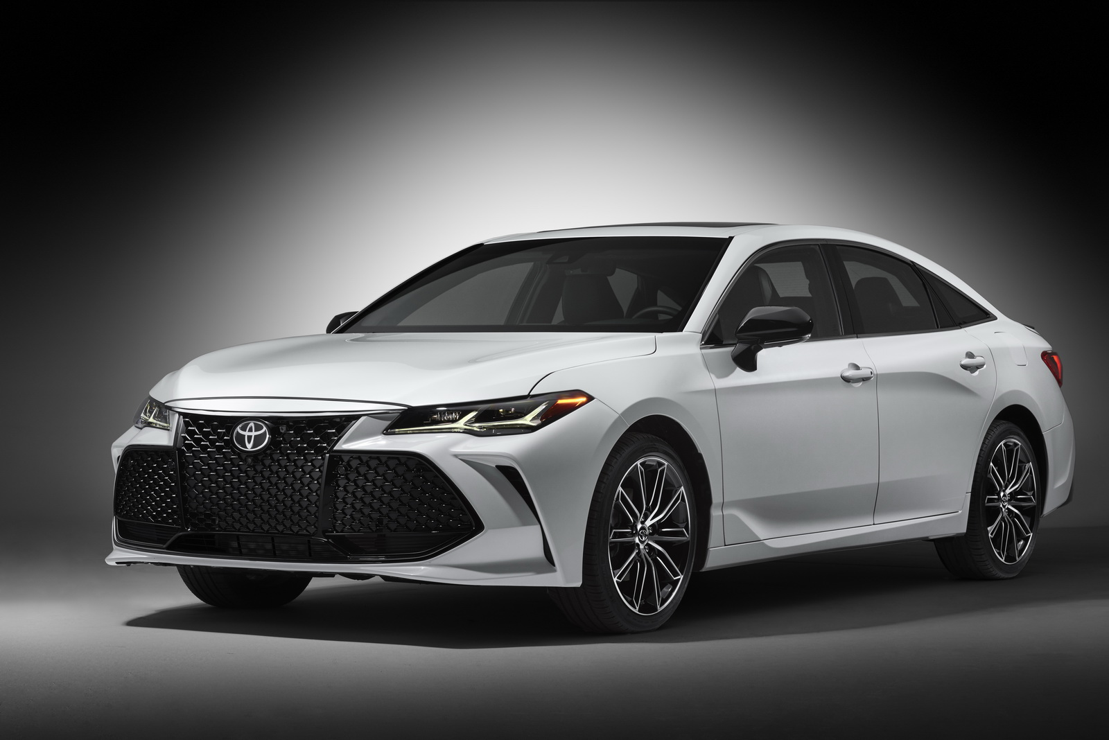 The new Avalon 2019 is being unveiled in Detroit The new Avalon 2019 is being unveiled in Detroit  D8 AA D9 88 D9 8A D9 88 D8 AA D8 A7  D8 A7 D9 81 D8 A7 D9 84 D9 88 D9 86 2019