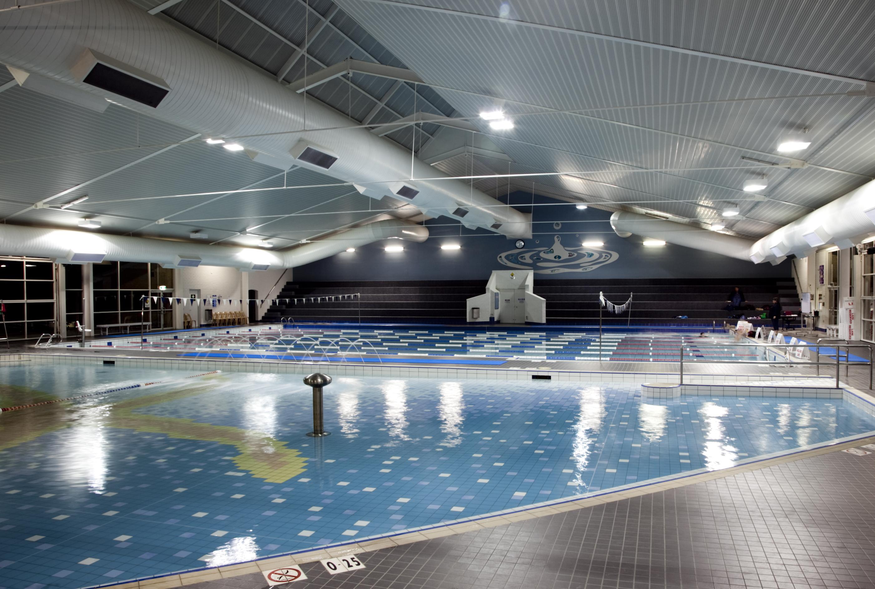سباحة مركز أكواموتيون - منتجع كورشوفيل في فرنسا