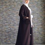 الوان الحجاب التي تتناسب مع العبائات السوداء