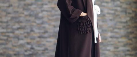 c4f3b01f514cb الوان الحجاب التي تتناسب مع العبائات السوداء