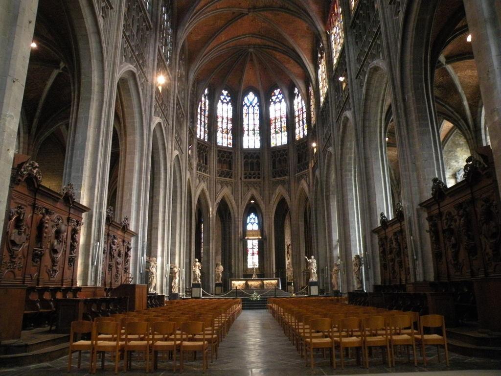 القديس جورج - مدينة مونس البلجيكية