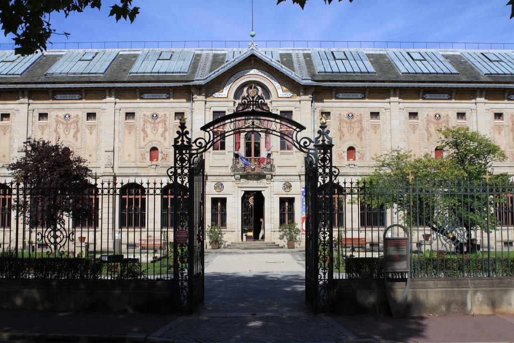 أدريان الوطني - مدينة ليموج الفرنسية
