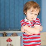 أسباب ودوافع الطفل العنيد في التعامل مع الأخرين