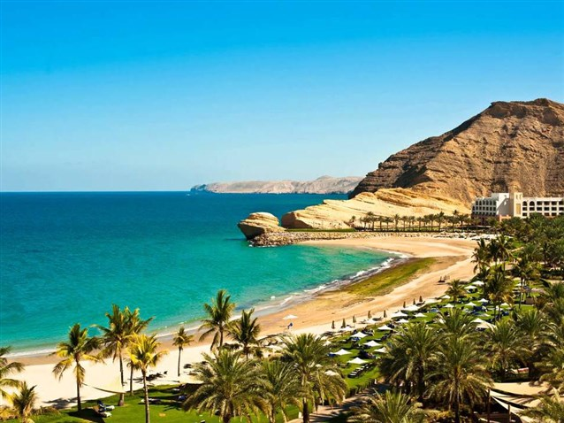 مناطق السياحة الطبيعية بسلطنة عمان واحة-الحوت.jpg