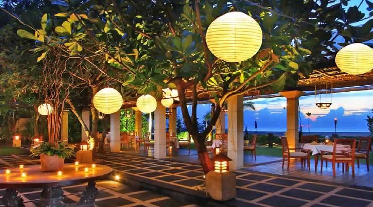 مطعم ما جولي على الخليج وسط الأشجار - جولة داخل مطعم وصالة طعام ما جولي في كوتا ببالي