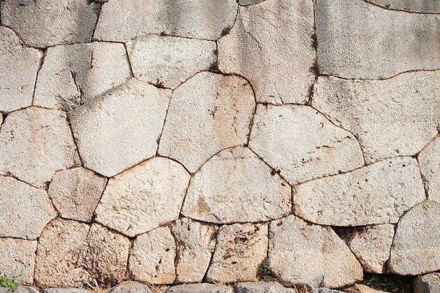متعدد الأضلاع - مدينة دلفي اليونانية