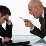 كيفية التعامل مع المدير المتسلط
