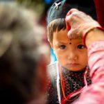 قصة النقطة الحمراء على جباة الهنود