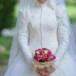 أجمل أشكال الفساتين البيضاء للعروس المحجبة