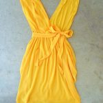 أحدث أشكال الأزياء النسائية باللون الأصفر