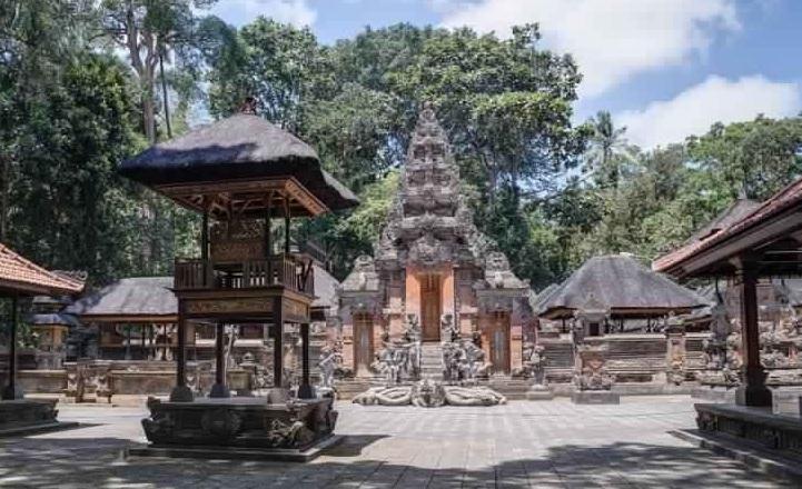 بورا داليم أغونغ بادانغتيغال - غابة القرود المقدسة من بادانغتيغال