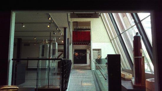 الزجاج - أفضل الأماكن السياحية في مدينة شارلروا