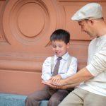 أهم أربع محادثات يجب أن يتحدث بها الأب مع ابنه
