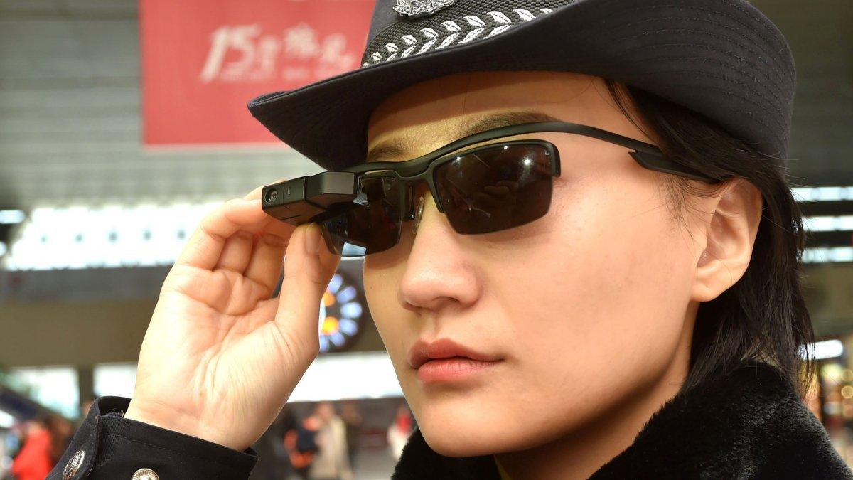 019524123 ووفقاً للإختبارات التي أجرتها شركة إل إل فيجن ، فقد تبين أن هذه النظارة  قادرة على التحقق من الأفراد من خلال قاعدة بيانات مكونة من 10 آلاف شخص،  ويمكن أن تفعل ...