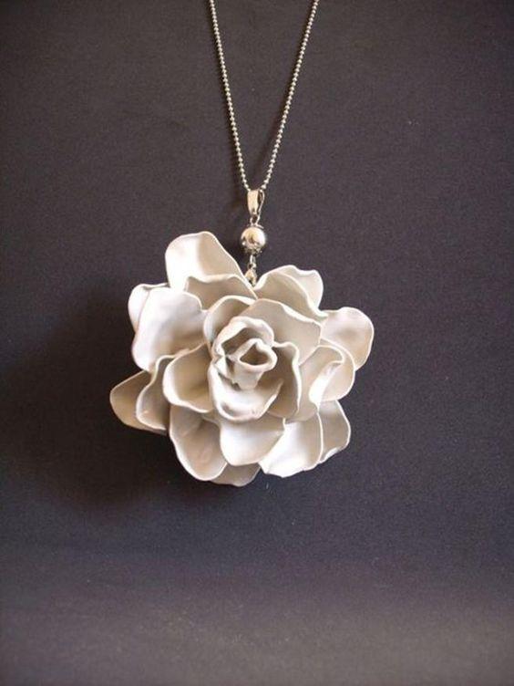 اكسوارات نسائية رقيقة من الورود وردة-بيضاء.