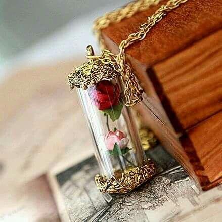 اكسوارات نسائية رقيقة من الورود وردة-في-انب