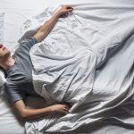 اسباب الرعشة المفاجئة اثناء النوم