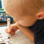 كيفية تعليم الطفل الامساك بالقلم