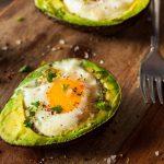 الفوائد الصحية من تناول البيض بالافوكادو