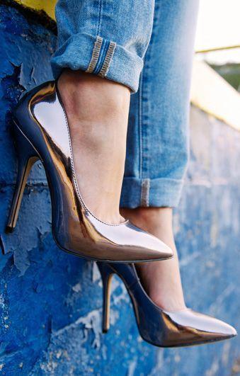 أناقة الألوان العصرية تزين الأحذية حذاء-ذهبي-2.