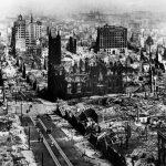 """قصة زلزال مدينة هايتشنغ """" الكلاب تنقذ سكان مدينة في الصين """""""