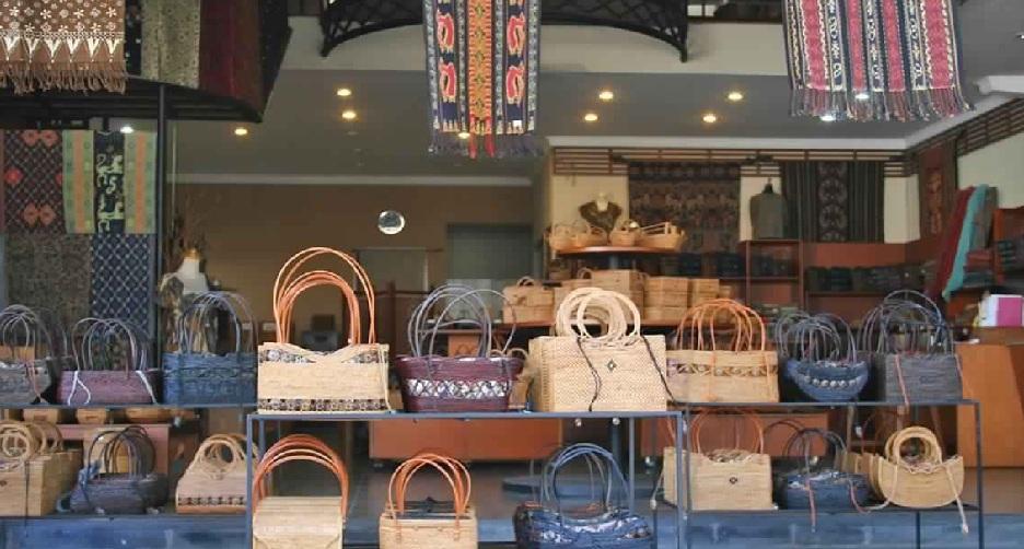 37d888585 يعد سوق ميرتا نادي للفنون نقطة توقف رائعة للحرف اليدوية والهدايا التذكارية  أثناء نزهتك على مهل خلال شارع جالان ميلاستي الملائم للمشاة في ليجيان.