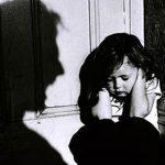 العنف المنزلي يحمل عواقب طويلة الأجل على الأطفال والمجتمع