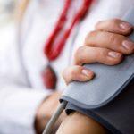 العلاقة بين القلق وارتفاع وانخفاض ضغط الدم