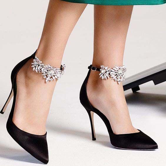 الفصوص والتطريزات تزين أحذية عام حذاء-اسود-ل