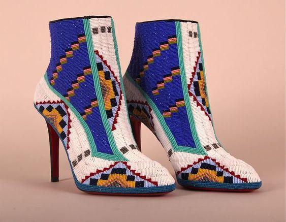 حذاء برقبة