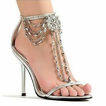 الفصوص والتطريزات تزين أحذية عام حذاء-بسلاس�