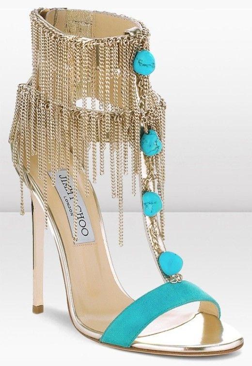 الفصوص والتطريزات تزين أحذية عام حذاء-بفيرو�