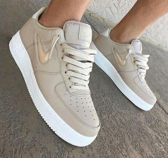 أحذية رياضية ماركة Nike لعام