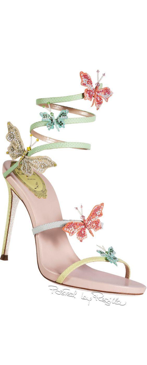 الفصوص والتطريزات تزين أحذية عام حذاء-فراشا�