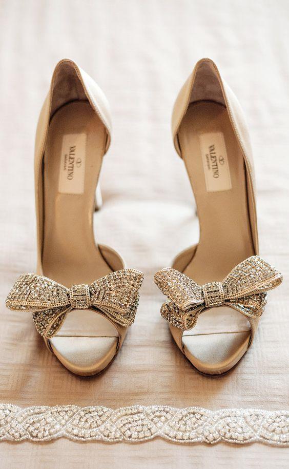 الفصوص والتطريزات تزين أحذية عام حذاء-كافيه-