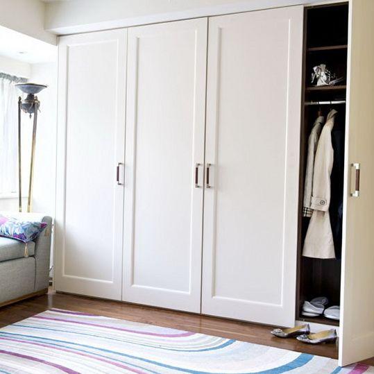 خزانة ملابس عصرية تتسم باللون