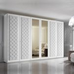 خزانات ملابس عصرية باللون الأبيض