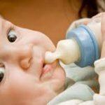 أثر زجاجات الرضاعة على أسنان الأطفال