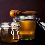 فوائد عسل الحنطة السوداء وكيفية استخدامه